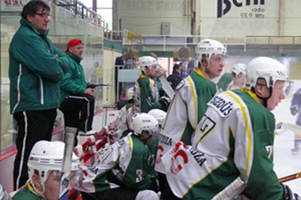 Piešťanci nastrieľali Prievidžanom na ich ľade sedem gólov.