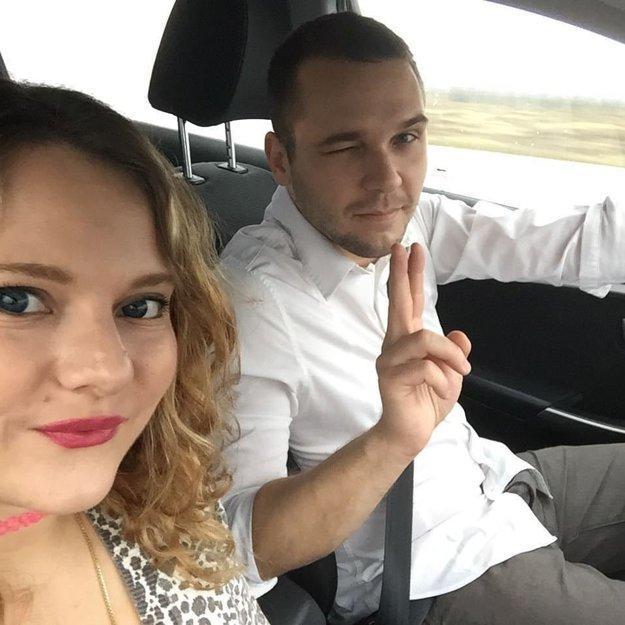 Mladomanželia. Pred svadbou sa poznali päť rokov.