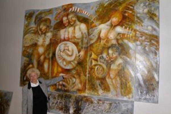 Emília Jakubisová ukazuje na svoje dielo, ktoré je natrvalo v Dome kultúry v Necpaloch.