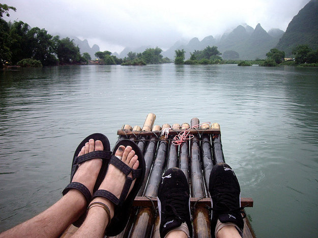 Na Fidži si môžete vyskúšať rafting na bambusoch.