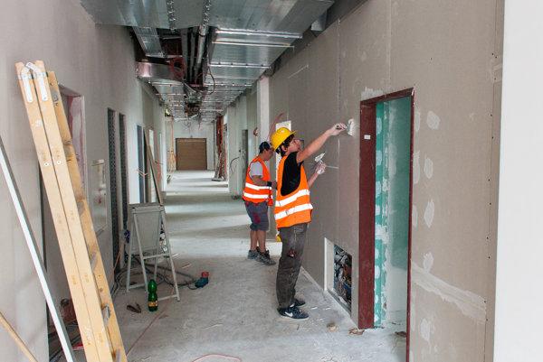 Interiérové práce vnovej budove.
