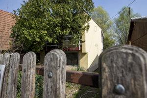 Chata v maďarskej rybárskej oblasti, v ktorej sa niekoľko týždňov skrýva Oskar Fegyveres.