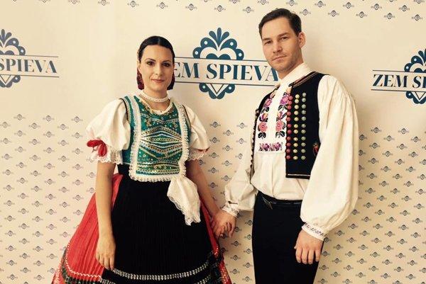 Peter Vajda. V sobotu mu na pódiu robila tanečnú partnerku jeho životná partnerka – manželka Kristína.