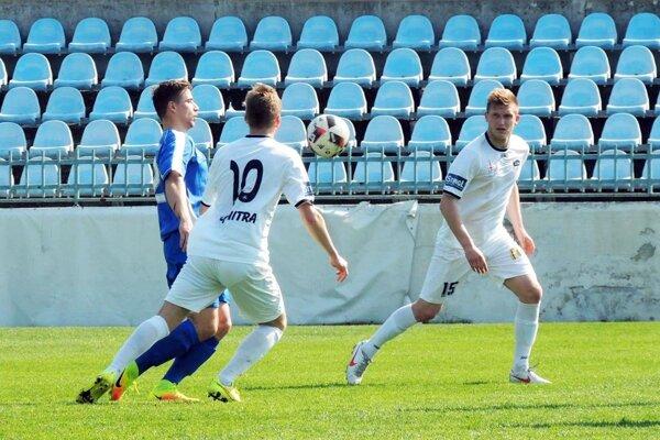 Zo zápasu FC Nitra jun. - Kolárovo (2:1) - zľava P. Spevák, E. Moravčík a P. Lupčo.