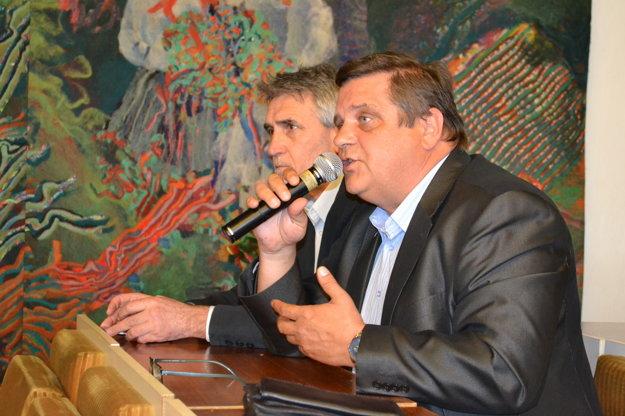 Zástupcovia teplárov. Generálny riaditeľ Tepla GGE Rudolf Pradla (vpravo) a Vladimír Minčič, riaditeľ sninskej prevádzky Teplo GGE.