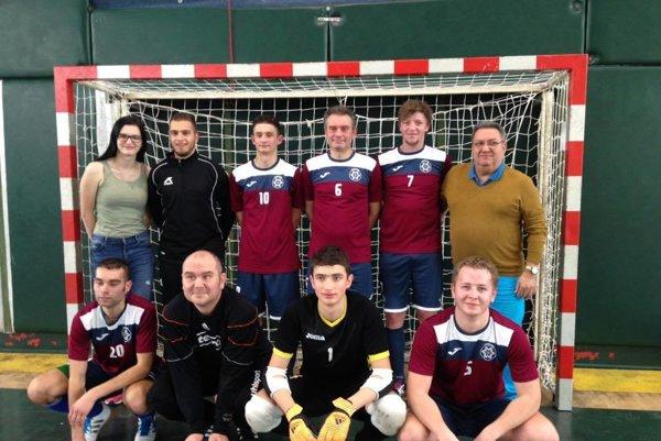 Reprezentanti Športového klubu nepočujúcich zNových Zámkov sa stali vicemajstrami Slovenska vo futsale.