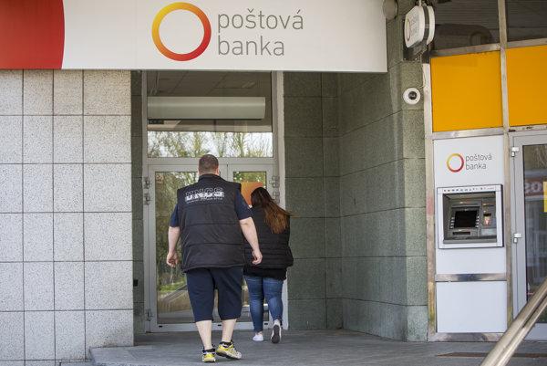 Poštová banka sa pridala k ostatným bankám a začala ponúkať úvery na bývanie.