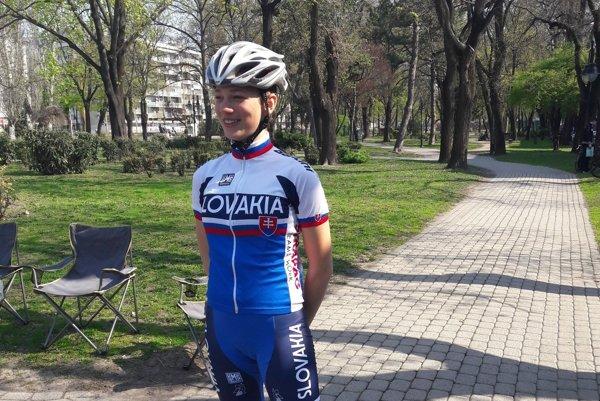 Kadetka Simona Záhorcová. Reprezentantka Slovenska v cestnej cyklistike a členka Cyklistického klubu MŠK Žiar nad Hronom.