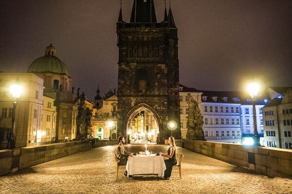Posledná večera na Karlovom moste v Prahe.