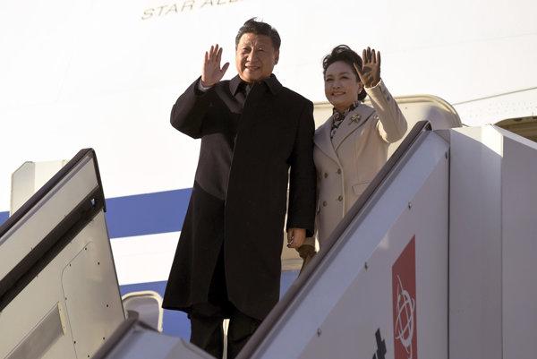 Čínsky prezident Si Ťin-pching s manželkou.