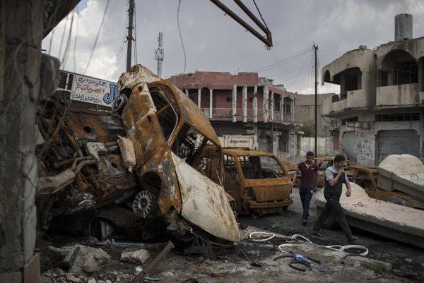 Ulice irackého Mósulu sú tiež plné nevybuchnutej munície i nástražných systémov.