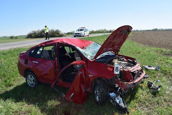 Tragická nehoda si vyžiadala život vodiča.