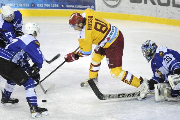 Marcel Hossa v obkľúčení detvianskych hokejistov
