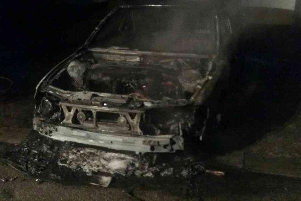 Auto celé zhorelo.