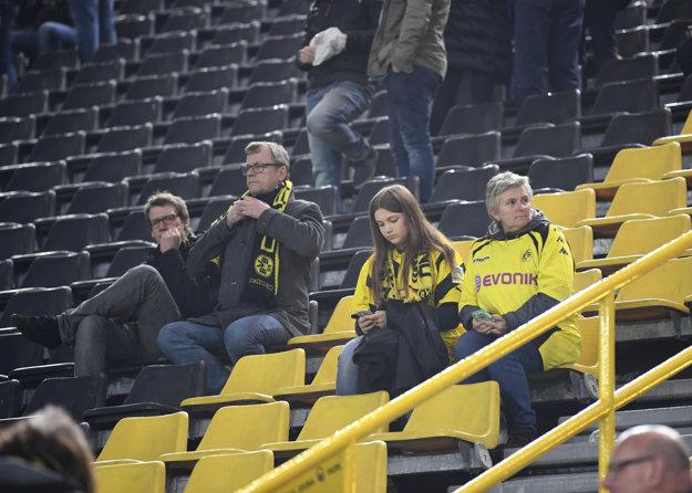 Fanúšikovia čakali v utorok na zápas márne.