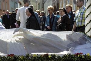 Veriaci v Nemecku sa pripravujú na oslavu Veľkej noci a Ježišovho zmŕtvychvstania.