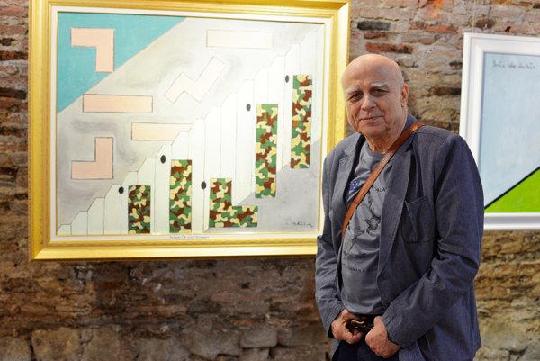 Ivan Mládek na výstave v bratislavskej galérii Michalský dvor pred svojim obrazom Armáda ČR stráži Schengen.