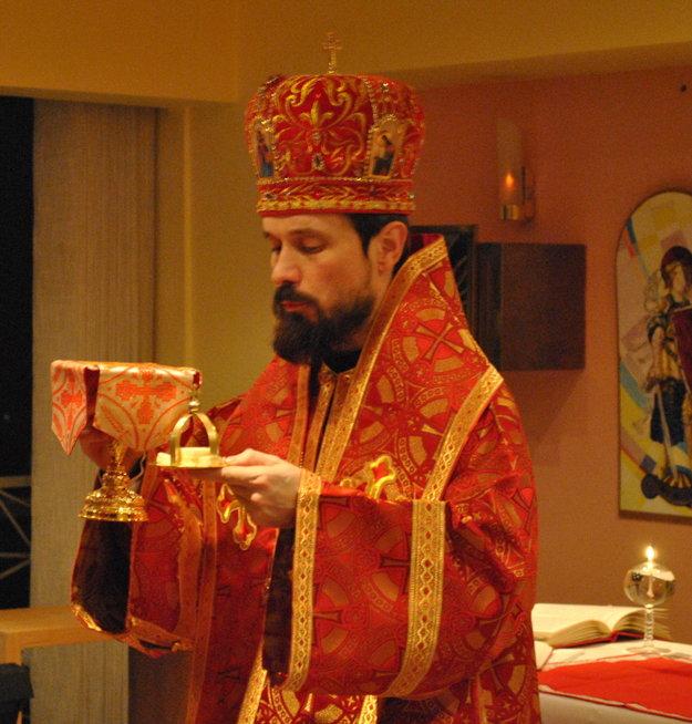 Počas svätej liturgie.