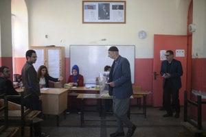 Pri tureckom referende mohlo dôjsť k manipulácii s hlasmi.