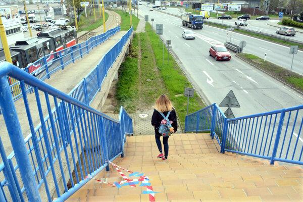 Opravujú najmä schody. Tie utrpeli vplyvom počasia najviac.