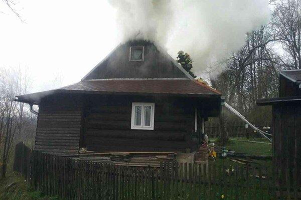 Požiar sa podarilo po štyroch hodinách lokalizovať  a krátko pred jedenástou hodinou dopoludnia zlikvidovať.