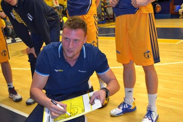 Michal Madzin. Má za sebou prvú sezónu vrole hlavného trénera A-mužstva Iskry Svit.
