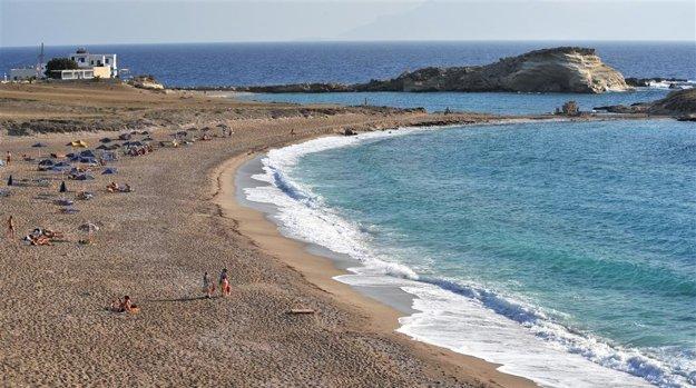 Pláž pri letovisku Lefkos.