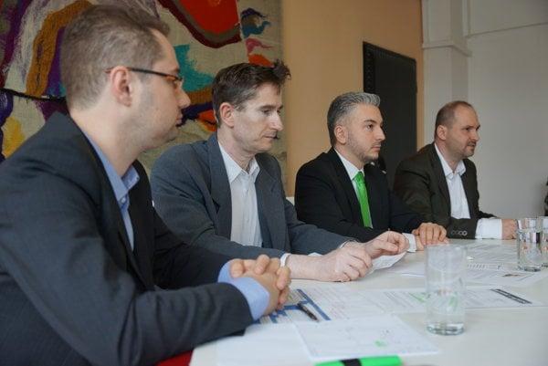 Opoziční poslanci. Na rokovanie košického mestského parlamentu chce štvorica poslancov zaradiť aj stále nedokončený parkovací systém a predaj akcií mesta v Kosite.