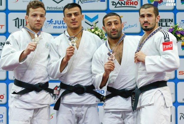 Matej Poliak (úplne vpravo) s bronzovým kovom.
