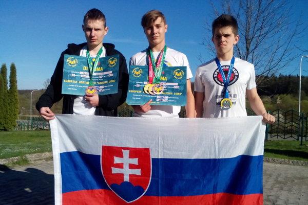 Michalovskí zápasníci na Ukrajine výborne reprezentovali.