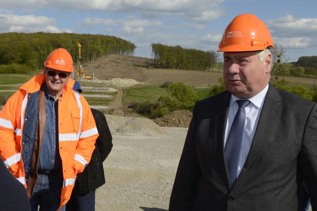 Spokojný minister. Stavbu hodnotí ako najlepšiu na Slovensku.