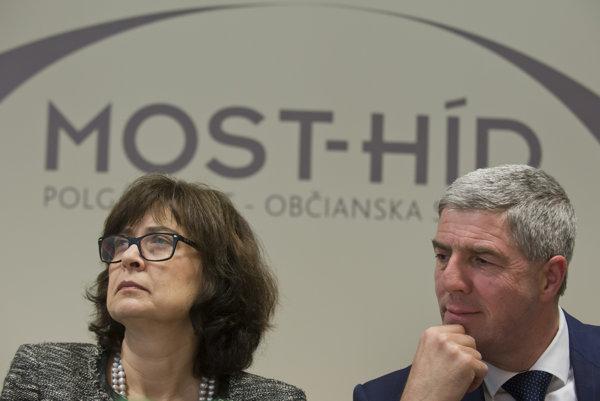 Predseda strany Most-Híd Béla Bugár a vľavo podpredsedníčka strany Lucia Žitňanská.