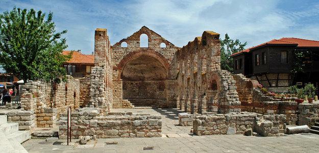 Historické centrum neďalekého Nessebaru.