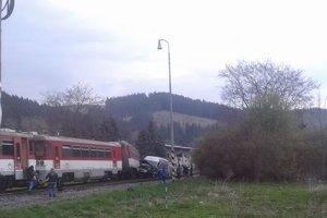 Železničná doprava na trati Čadca – Makov nefungovala  od pol piatej popoludní do pol jednej v noci.