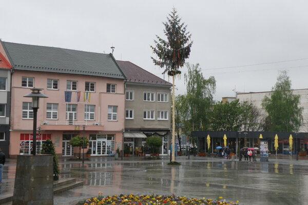 Máj na Námestí slobody v Prievidzi.