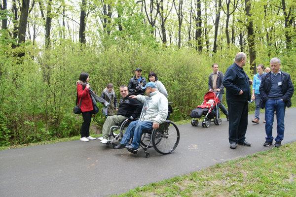 Lesy bez bariér. Projekt umožňuje vstúpiť do lesov aj imobilným Košičanom.
