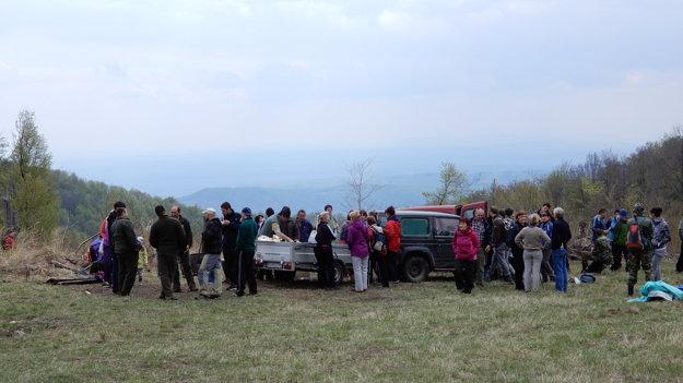 Turisti na vrchu Sinec.