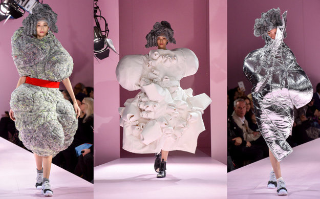 Posledná kolekcia značky Comme des Garcons pre sezónu jeseň-zima 2017/2018 predstavená počas týždňa módy v Paríži
