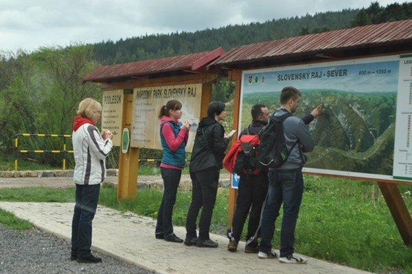 Podlesok pri Hrabušiciach. Jedno z hlavných vstupných miest do národného parku.