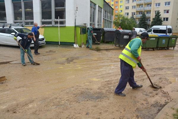Upratovanie v rožňavských uliciach.