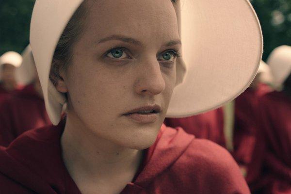 V seriáli Príbeh služobnice exceluje herečka Elisabeth Moss.