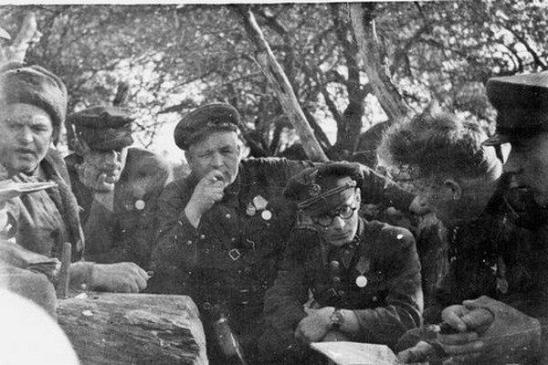Ján Nálepka s partizánmi.