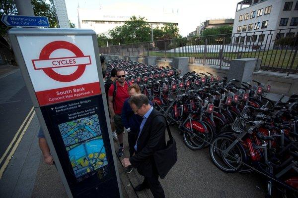 Verejné bicykle v Londýne.