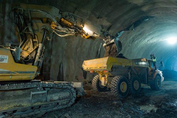 V tuneli Višňové vyrazia každý deň 15 metrov.