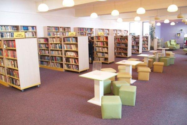 Knižnica vo Vranove.