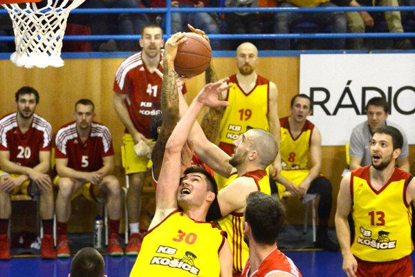 Koniec sezóny prišiel skôr než očakávali. Košickým basketbalistom zahatalo cestu do extraligového finále Komárno.