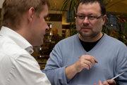 Jaroslav Kmenta pracoval do roku 2013 v investigatívnom oddelení denníka MF Dnes. Odišiel odtiaľ, keď vydavateľstvo kúpil Andrej Babiš, v súčasnosti píše pre magazín Reportér. Napísal niekoho kníh o mafiánskom bosovi Františkovi Mrázovi, o Jaroslavovi Krejčířovi či o Vítovi Bártovi. Na základe jeho kníh natočili vzniklo aj niekoľko filmov.
