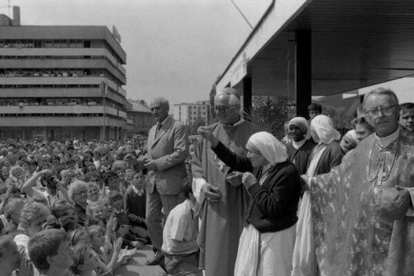 Do Čadce prišli pozdraviť Matku Terezu stovky ľudí.