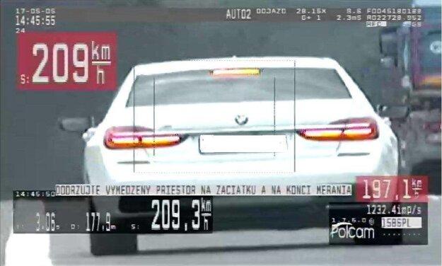 Český vodič prekročil rýchlosť o vic ako 120 km/h.