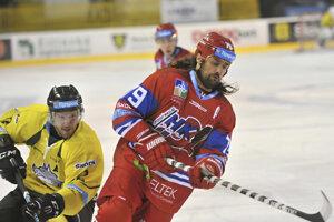 Marek Uram (vpravo) bude pokračovať v kariére.